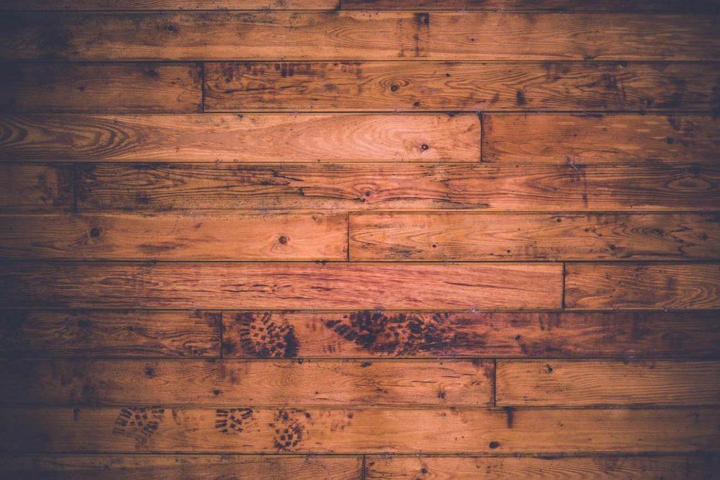 wood-336589_1280-min